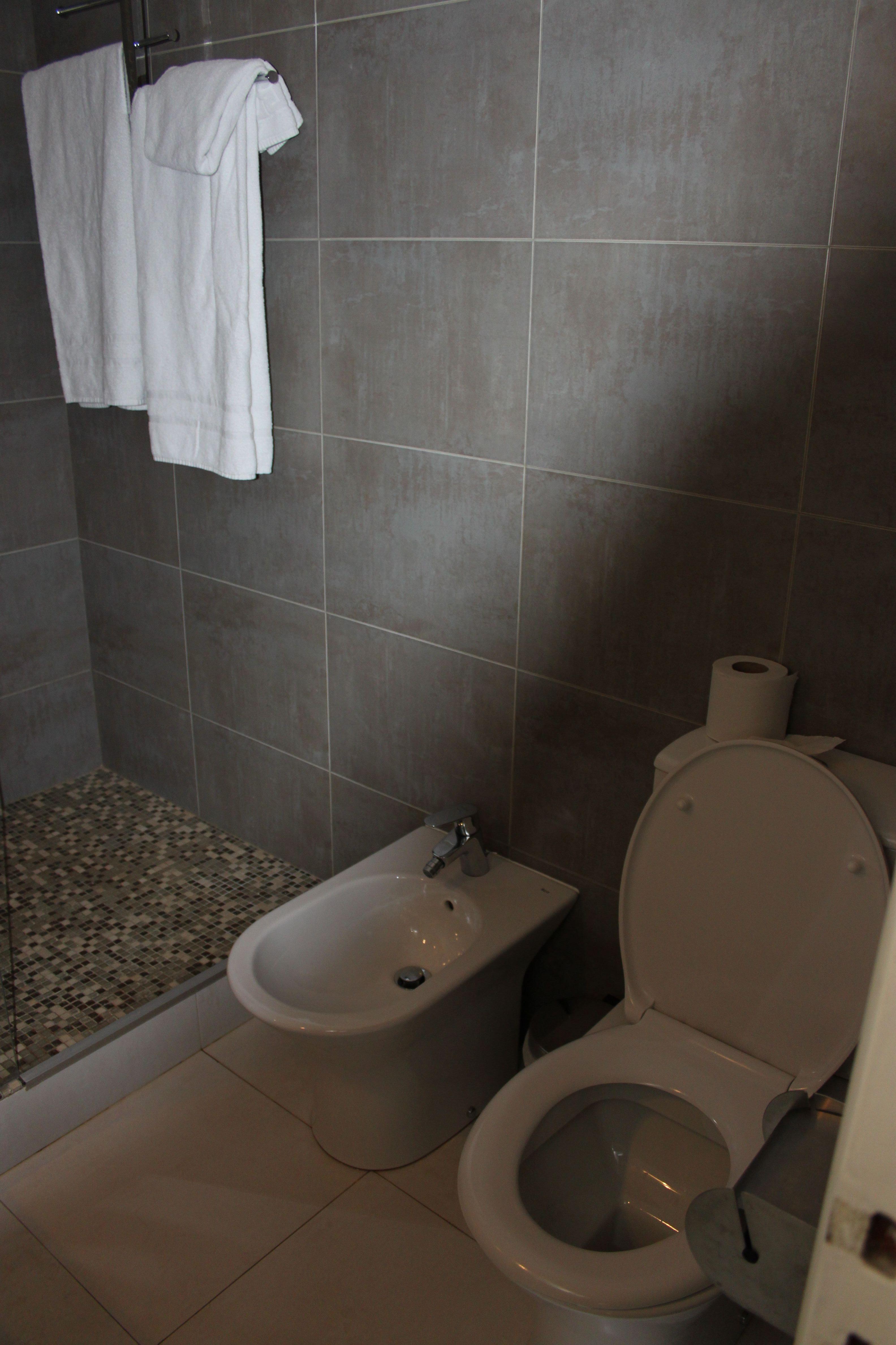 bagno stanza 5 hotel Carolina a Cannes di #viaggiareapois