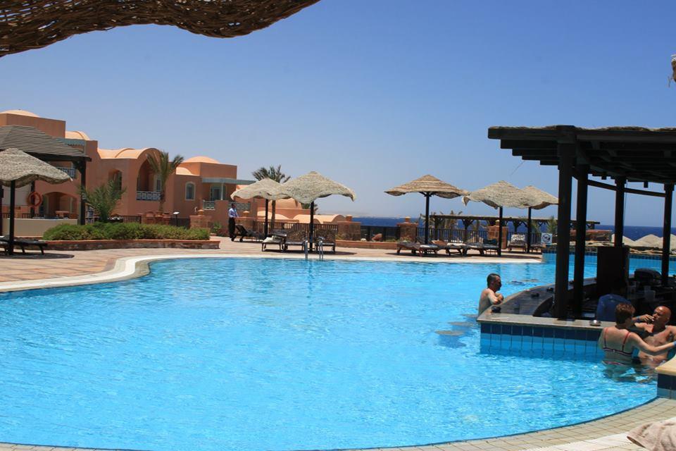 Bar in piscina al Radisson Blu Hotel Marsa Alam di #viaggiareapois