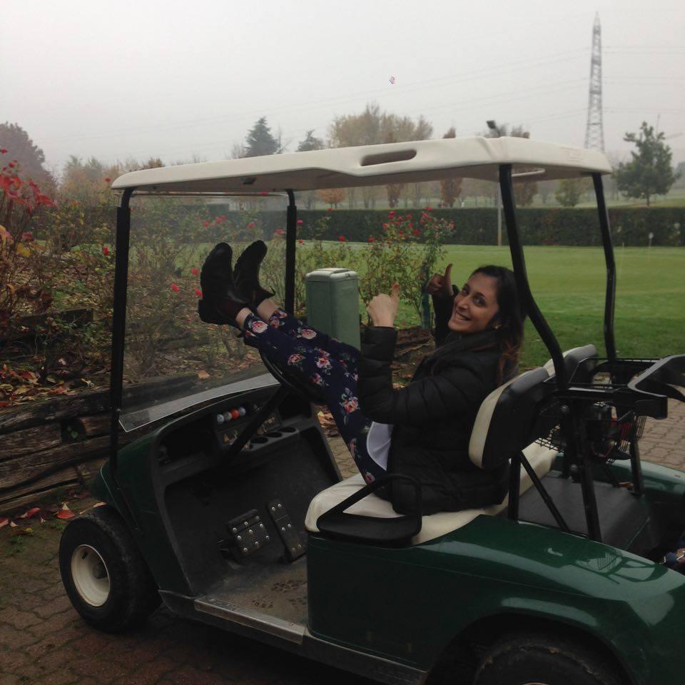 Sara su un Golf Cart di #viaggiareapois
