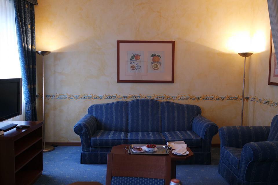 salotto junior suite una hotel brescia #viaggiareapois