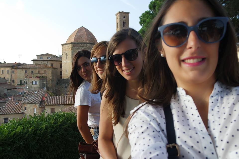 selfie-di-gruppo-blogger-volterra-viaggiareapois